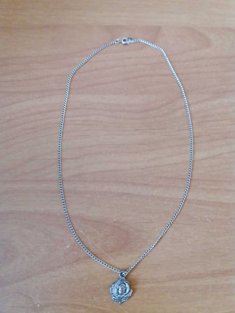 Łańcuszek z zawieszką róża srebrny kolor 42cm