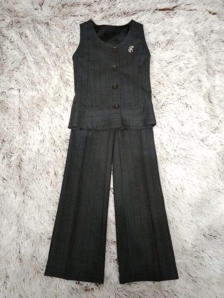 Продам брючный костюм для девочки на рост 134-138 см