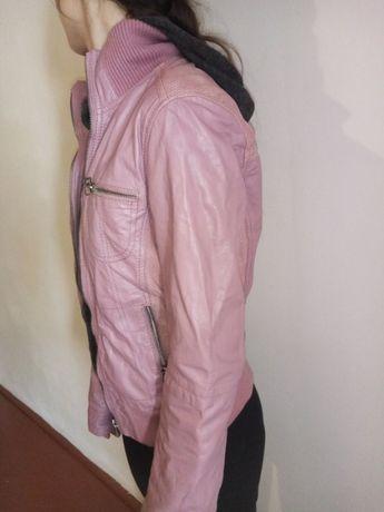 Стильна шкіряна куртка для справжньої модниці