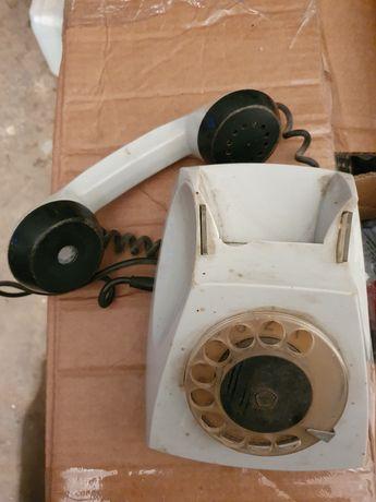 Stary zabytkowy telefon