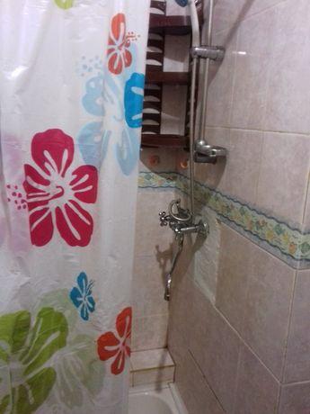 Сдам гостинку, свой душ, санузел на 3 комнаты, возле метро.