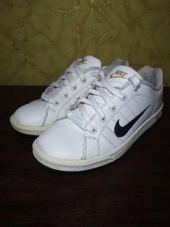 Кроссовки Nike Tradition