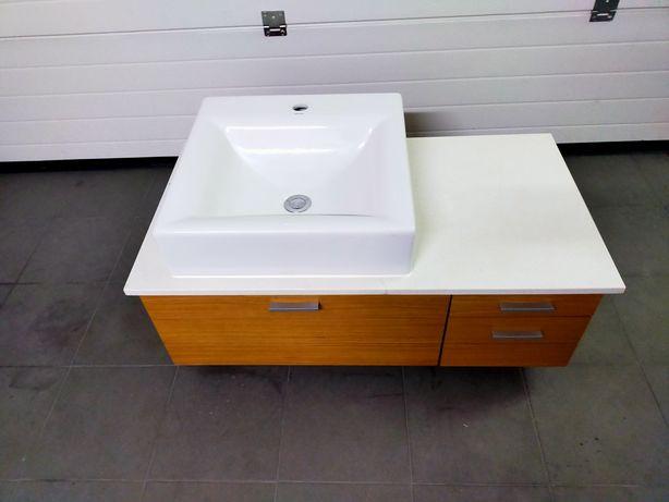 Móvel WC com um lavatório