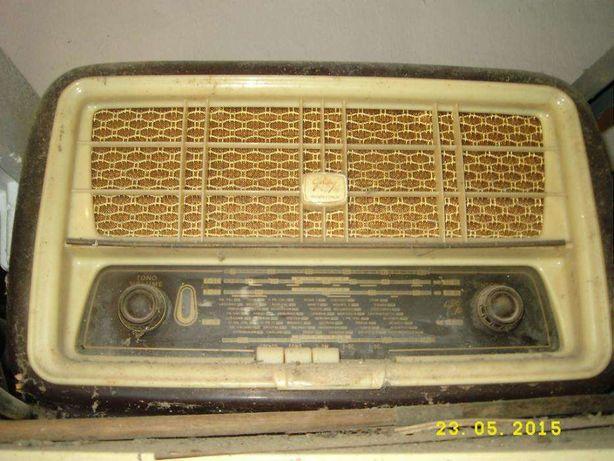 Diverso material (Rádio antigo, estabilizador de corrente, etc)