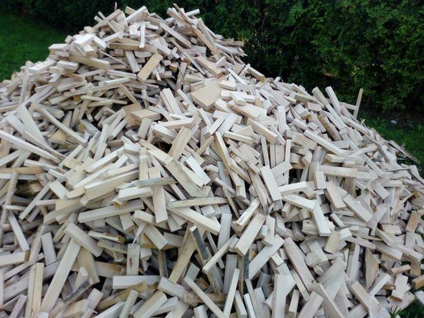 Drewno opałowe workowane.