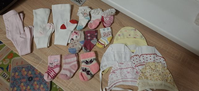 Шапочки на завязках,носки,колготки в роддом