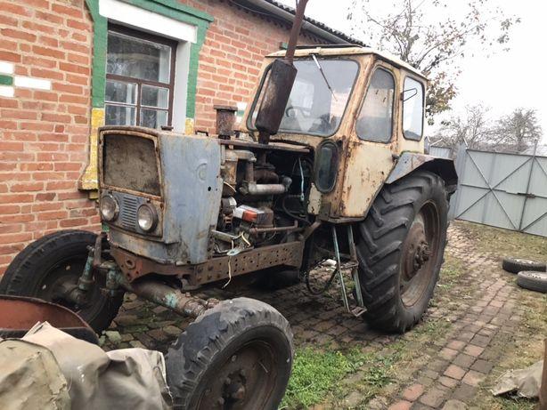 Продам трактор ЮМЗ 6 з плугом і прицепом.
