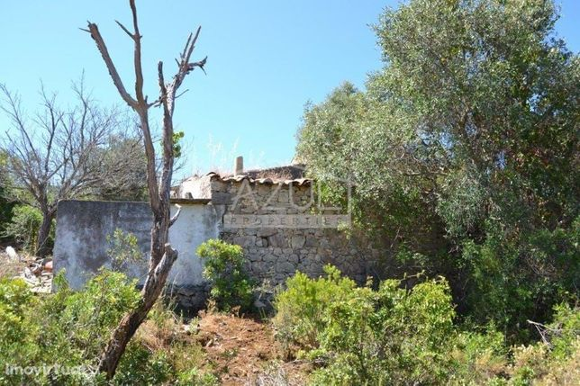 Terreno com 2 ruínas - perto de Estói