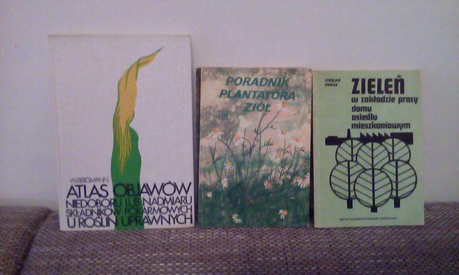 Zestaw książek o tematyce roślinnej .