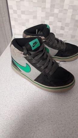 Кроссовки Nike 29