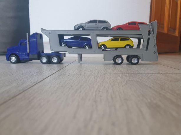 Ciężarówka z autkami