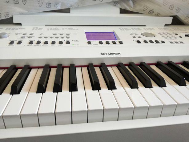 Piano Yamaha Portable Grand DGX-650
