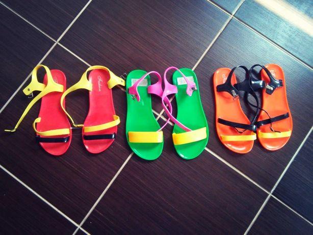 Яркие босоножки, сандалии на лето