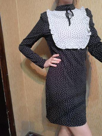 Платье чёрное в горох