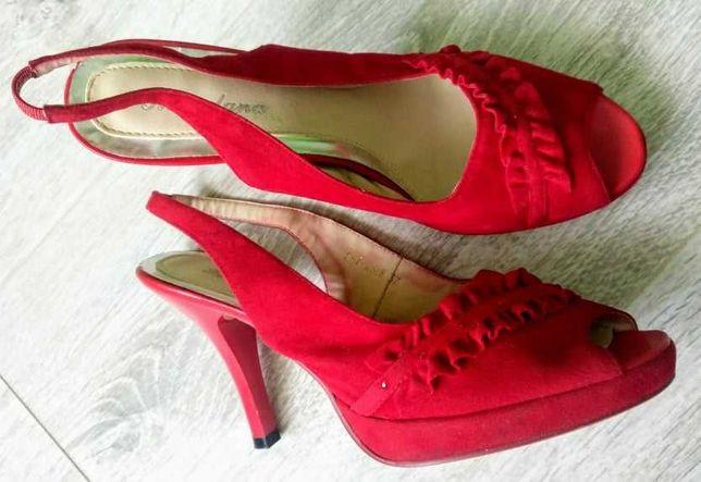 Елегантні червоні босоніжки 38 розміру (безкоштовно)