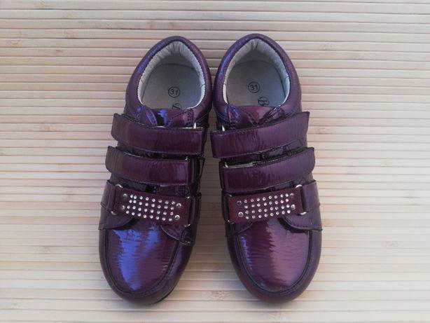 Новые закрытые лаковые туфли кроссовки 19,5 см