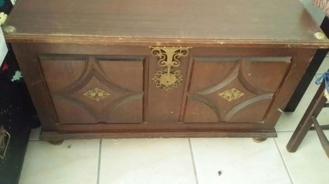 Arca em madeira maciça
