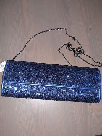 Torebka kopertówka  koloru chabrowego z cekinkami na łańcuszku