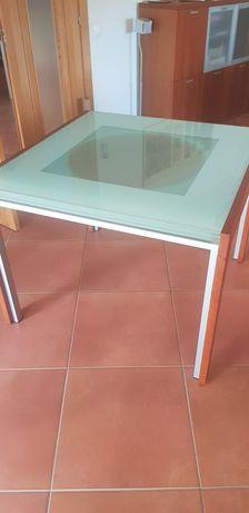 Mesa e 4 cadeiras como nova, design moderno