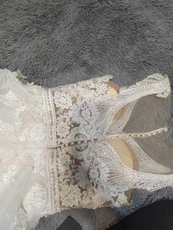 Suknia ślubna, bogato zdobiona