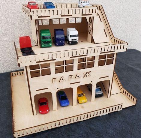 Парковка для машинок. Гараж для машинок. Эко игрушки.