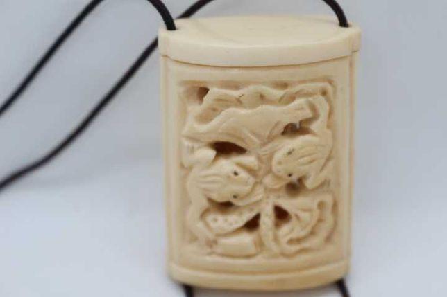 Netsuke Inro Esculpido à Mão Caixa com Rã ou Sapo