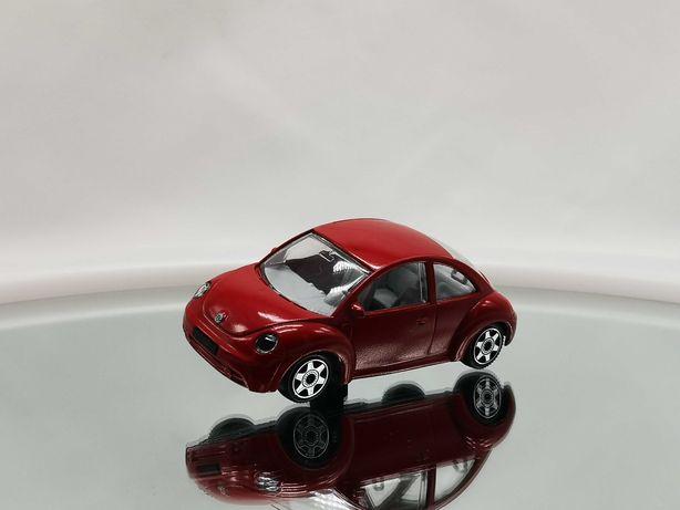 Linda miniatura Volkswagen New Beetle da Bburago, escala 1/43