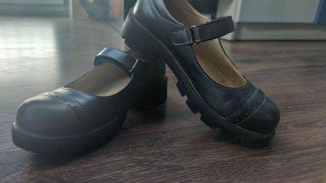 Туфли черные на липучке