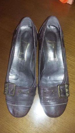 Sapatos novos castanhos