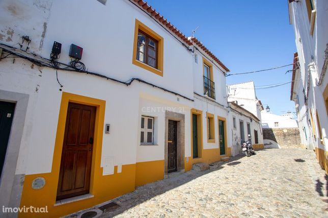 T1 (2 assoalhadas) para renovação total no centro histórico de Évora -