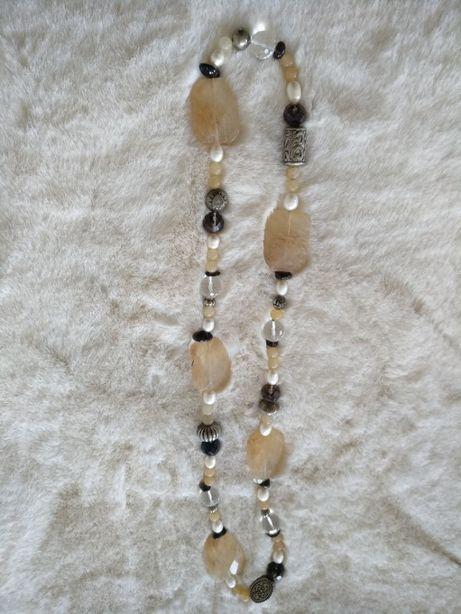 Colar artesanal comprido pedras