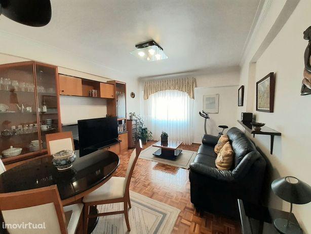 Apartamento T2 com remodelações, em Queluz