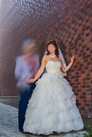 Свадебное платье, как цветок пиона + фата + кольца под платье
