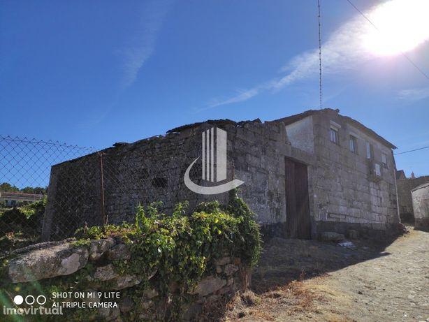 Quintinha na aldeia de Magarelos, com áreas brutais
