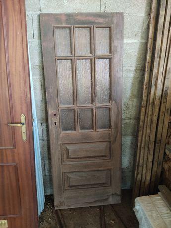 Porta de madeira kamabala