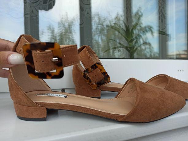 Босоніжки/ туфлі