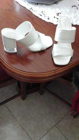 Sandálias brancas de senhora, nº 35