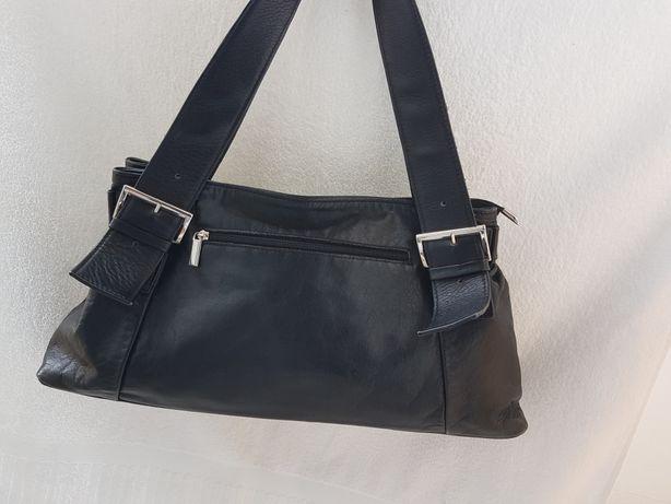 Torebka włoska czarna klasyczna elegancka