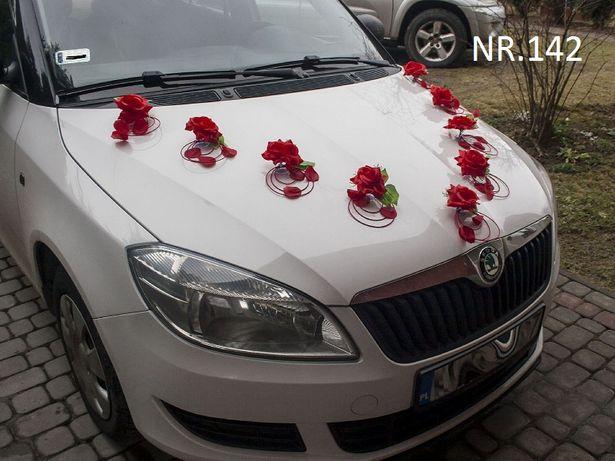 Duży wybór dekoracji na samochód do ślubu.