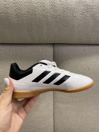 Десткие спортивные кроссовки Adidas