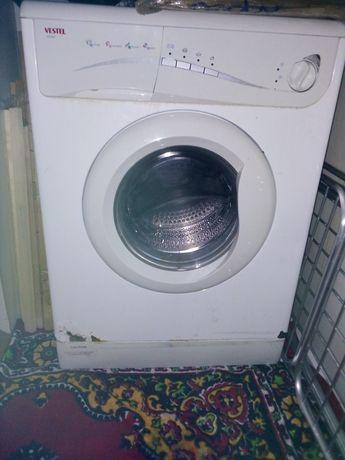 Продаю стиральную машину на запчасти