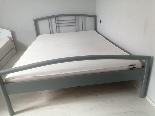 Sprzedam łóżko z materacem 140x200