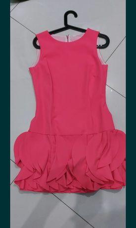 Sukienka koralowa z falbanką M