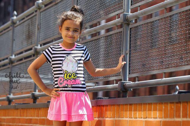 Sukienka z neonowym różem z aplikacja Chillout Kid 110-116 Lato 2021