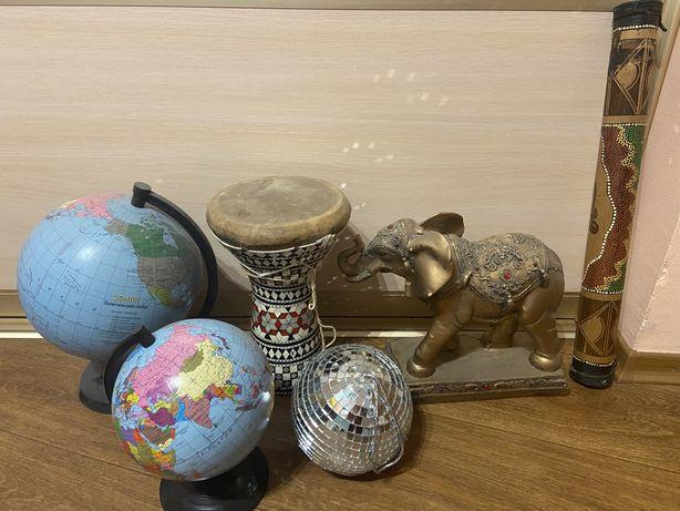 Много сувениров на подарок глобусы слон шум дождя зеркалный шар