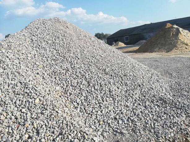 Suchy beton-piasek-żwir-kruszywa-ziemia-szlaka-transport-koparka