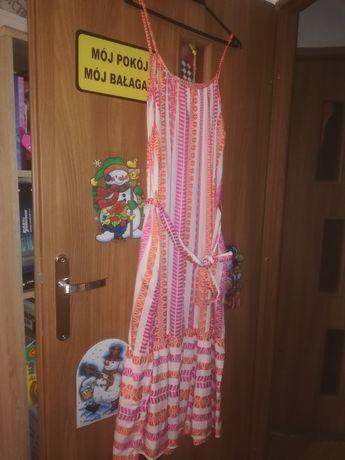 Dluga zwiewna sukienka na ramiaczkach