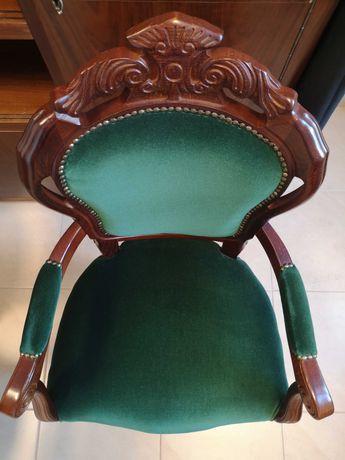 Drewniany tapicerowany fotel RADOMSKO
