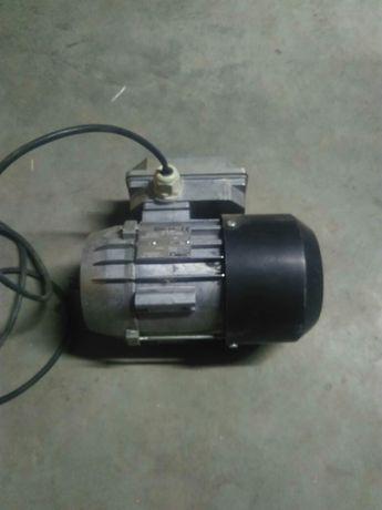 Silnik do motoreduktora pieca na ekogroszek
