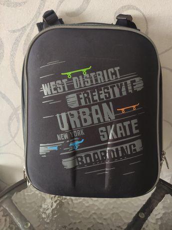 Рюкзак школьный каркасный Yes черного цвета для мальчика